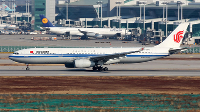 B-5916 - Airbus A330-343 - Air China