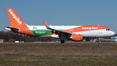 A picture of OEIVC - Airbus A320214 - easyJet - © PAUL LINK