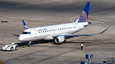 A picture of N84307 - Embraer E175LR - United Airlines - © Rocky Wang