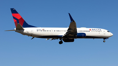 A picture of N924DZ - Boeing 737932(ER) - Delta Air Lines - © JinZi
