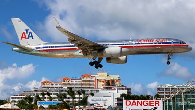 N679AN - Boeing 757-223 - American Airlines