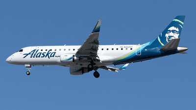 A picture of N402SY - Embraer E175LR - Alaska Airlines - © Yixin Chen