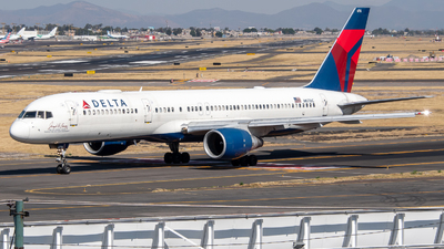 A picture of N6716C - Boeing 757232 - Delta Air Lines - © Juan Carlos Alvarez (MAS Aviation Press)