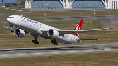 A picture of TCLJG - Boeing 7773F2(ER) - Turkish Airlines - © Fabricio Lucio