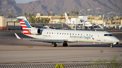A picture of N758SK - Mitsubishi CRJ701ER - American Airlines - © Alexander Owen