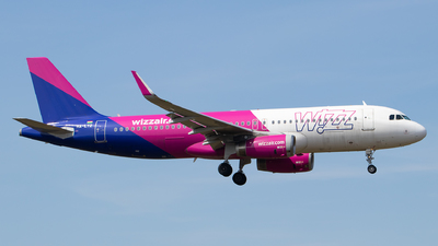 A picture of HALYZ - Airbus A320232 - Wizz Air - © Julian S.