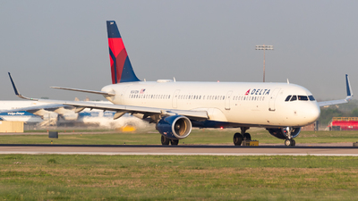 A picture of N347DN - Airbus A321211 - Delta Air Lines - © Saul Hannibal