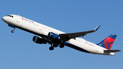 A picture of N306DN - Airbus A321211 - Delta Air Lines - © Alec Mollenhauer