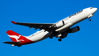 A picture of VHEBF - Airbus A330202 - Qantas - © YSSYplanespotter
