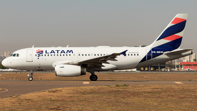 A picture of PRMBW - Airbus A319132 - LATAM Airlines - © Isaque Santos
