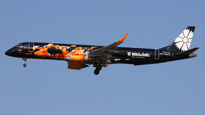 A picture of EW400PO - Embraer E195LR - Belavia - © Frank Specker