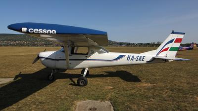 HA-SKE - Cessna 150G - Private