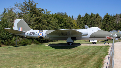 XM264 - English Electric Canberra B.8 - United Kingdom - Royal Air Force (RAF)