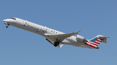 A picture of N738EV - Mitsubishi CRJ701ER - American Airlines - © Issac