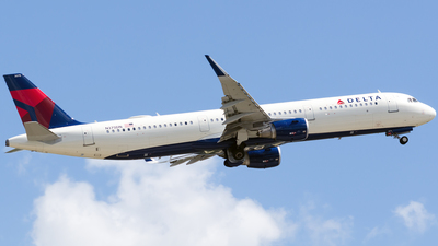 A picture of N375DN - Airbus A321211 - Delta Air Lines - © 787william