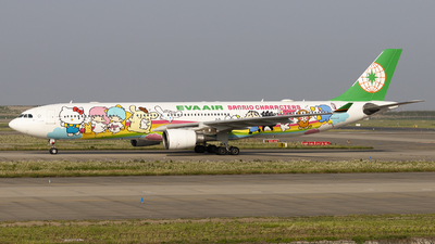 A picture of B16332 - Airbus A330302 - EVA Air - © Lixing Moo