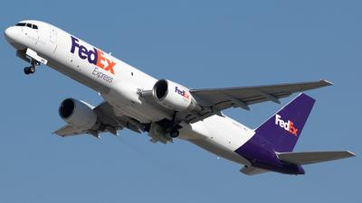 A picture of N988FD - Boeing 757222(SF) - FedEx - © Alexandre Fazan