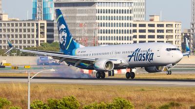 A picture of N215AK - Boeing 737990(ER) - Alaska Airlines - © KenKen Huang