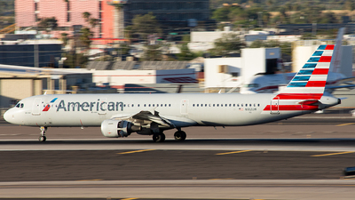 A picture of N182UW - Airbus A321211 - American Airlines - © Alexander Owen