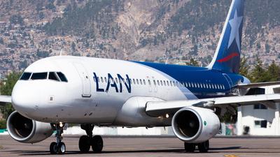 A picture of CCBFI - Airbus A320214 - LATAM Airlines - © Aldo Martinelli