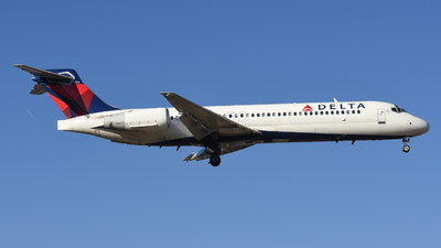 A picture of N927AT - Boeing 717231 - Delta Air Lines - © Jake Oesterreich