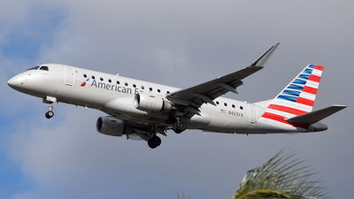 A picture of N423YX - Embraer E175LR - American Airlines - © Doug Marsh