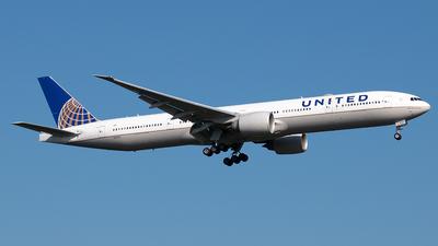 N2331U - Boeing 777-322ER - United Airlines