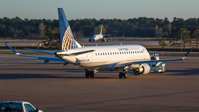 N88327 - Embraer 170-200LR - United Express (Mesa Airlines)