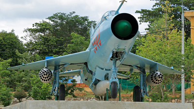 5940 - Mikoyan-Gurevich MiG-21PF Fishbed - Vietnam - Air Force