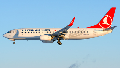A picture of TCJHZ - Boeing 7378F2 - Turkish Airlines - © Laszlo Fekete