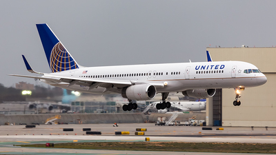 N12116 - Boeing 757-224 - United Airlines