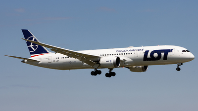 A picture of SPLSF - Boeing 7879 Dreamliner - LOT - © Sean Brink