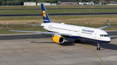 TF-ISY - Boeing 757-223 - Icelandair