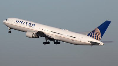 N647UA - Boeing 767-322(ER) - United Airlines