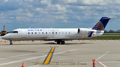 A picture of N436AW - Mitsubishi CRJ200LR - United Airlines - © Victor Vu