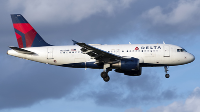 A picture of N323NB - Airbus A319114 - Delta Air Lines - © Mark Szemberski