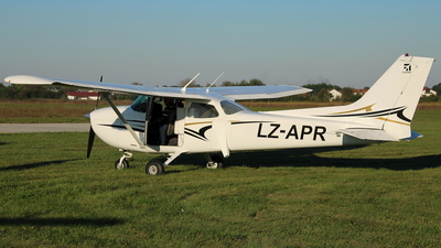 LZ-APR - Cessna 172N Skyhawk - Private