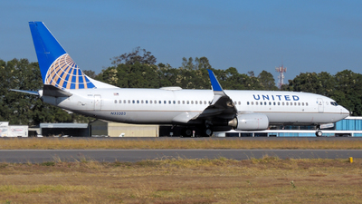 A picture of N33203 - Boeing 737824 - United Airlines - © Daniel Hernández J.