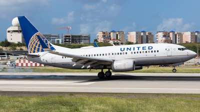 A picture of N15712 - Boeing 737724 - United Airlines - © Martin Rogosz