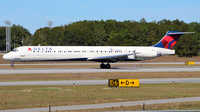 A picture of N997DL - McDonnell Douglas MD88 - [53364] - © Trent Compton