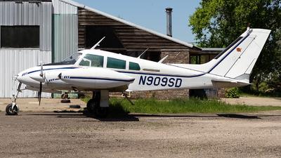 N909SP - Cessna 310F - Private