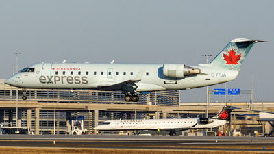 A picture of CFFJA - Mitsubishi CRJ200ER - Air Canada - © Tianyi Liu