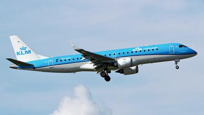 A picture of PHEZH - Embraer E190STD - KLM - © Cele