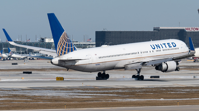 A picture of N658UA - Boeing 767322(ER) - United Airlines - © bill wang