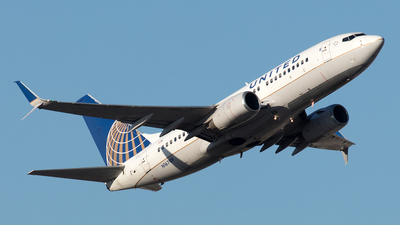 A picture of N16709 - Boeing 737724 - United Airlines - © Yixin Chen
