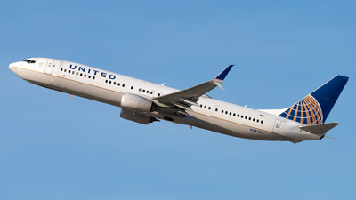 A picture of N34455 - Boeing 737924(ER) - United Airlines - © Eric Esots