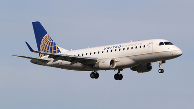 A picture of N652RW - Embraer E170SE - United Airlines - © Guy Langlois