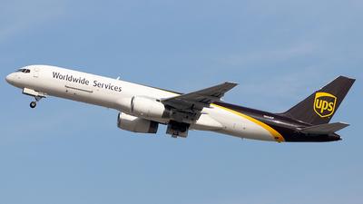 A picture of N464UP - Boeing 75724APF - UPS - © Felipe Garcia
