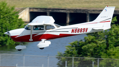 A picture of N8889V - Cessna 172M Skyhawk - [17264247] - © Hector Rivera-HR Planespotter