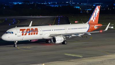 A picture of PTXPA - Airbus A321211 - LATAM Airlines - © Adriano Soares Fotografia
